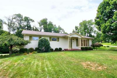 Zanesville Single Family Home For Sale: 3950 Skyline Dr