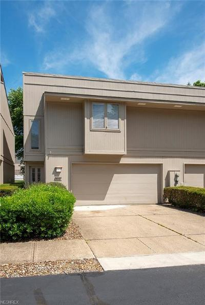 Strongsville Condo/Townhouse For Sale: 8086 Steven David #4207