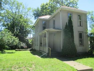 Single Family Home For Sale: 1022 Lindsay Ave