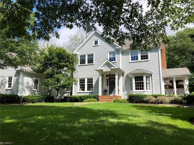 Chagrin Falls Single Family Home For Sale: 529 Manor Brook Dr