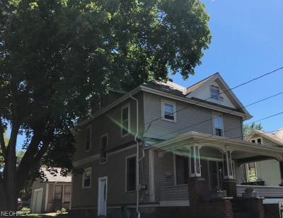 Wadsworth Single Family Home For Sale: 183 College St