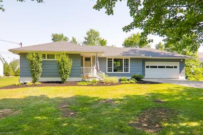 Strongsville Single Family Home For Sale: 22850 Westwood Dr