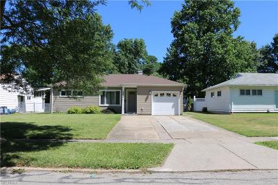 Parma Heights Single Family Home For Sale: 9220 Lynnhaven Rd