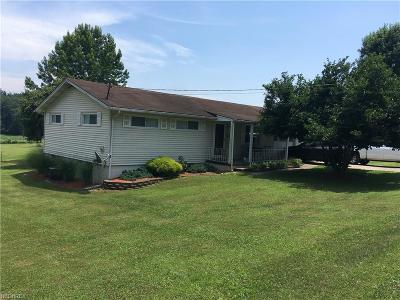 Belpre Single Family Home For Sale: 67 Everson Rd