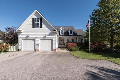 Geauga County Single Family Home For Sale: 5125 Chillicothe Rd