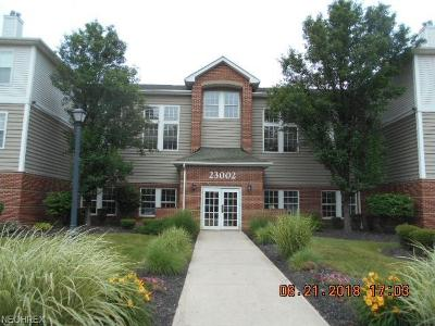 Olmsted Falls Condo/Townhouse For Sale: 23002 Chandlers Ln #105