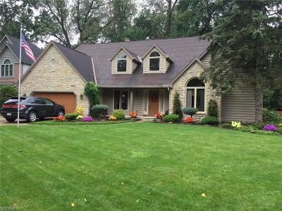 North Olmsted Single Family Home For Sale: 5560 Pheasants Walk Dr
