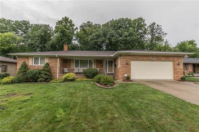 Middleburg Heights Single Family Home For Sale: 13580 Arrowhead Trl