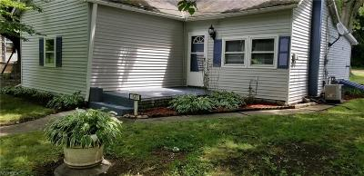 Zanesville Single Family Home For Sale: 1320 Lewis Dr