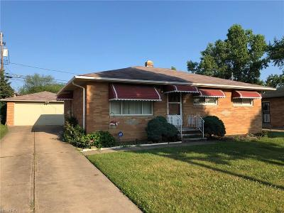 Maple Heights Single Family Home For Sale: 5826 West Glenn Dr