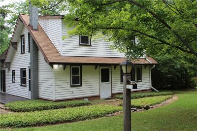 Chesterland Single Family Home For Sale: 12581 Caves Rd