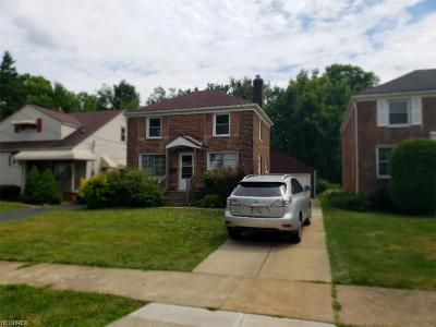 Maple Heights Single Family Home For Sale: 18616 Waterbury Ave