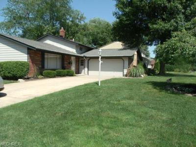 North Olmsted Single Family Home For Sale: 26954 Sudbury Dr