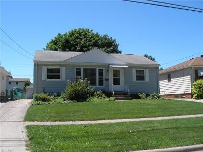 Parma Heights Single Family Home For Sale: 6422 Mandalay
