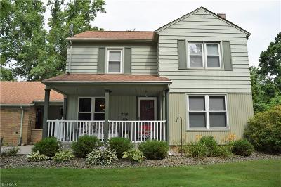 Youngstown Single Family Home For Sale: 2216 Burma Dr
