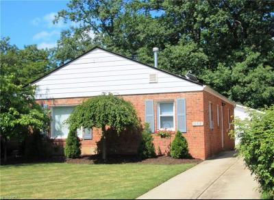 Mayfield Heights Single Family Home For Sale: 1152 Elmwood Rd