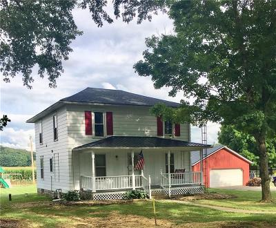 Licking County Single Family Home For Sale: 6074 Licking Valley Rd