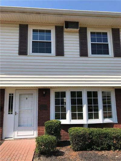 Mentor Condo/Townhouse For Sale: 11 Meadowlawn Dr #9