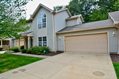Middleburg Heights Condo/Townhouse For Sale: 6728 Meadow Ln