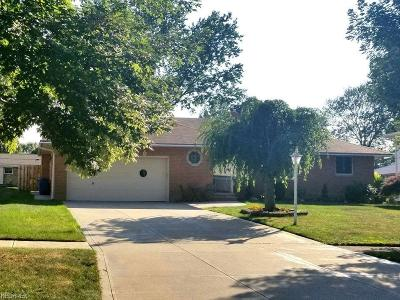 Middleburg Heights Single Family Home For Sale: 15975 Maureen Dr