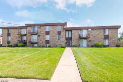 Maple Heights Condo/Townhouse For Sale: 16112 Maple Park Dr #A4