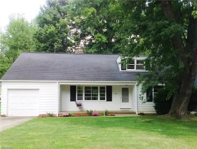 Chagrin Falls Single Family Home For Sale: 459 Walters Rd
