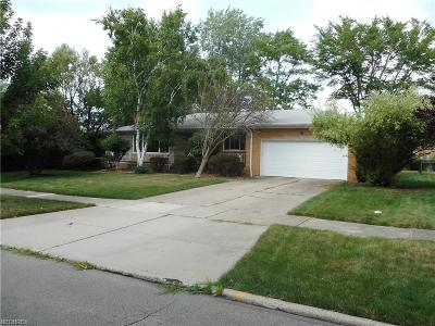 Middleburg Heights Single Family Home For Sale: 14716 Robert Dr