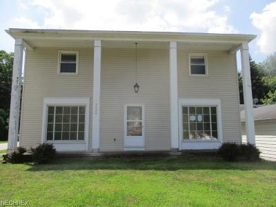 Richmond Heights Single Family Home For Sale: 4824 Geraldine Rd