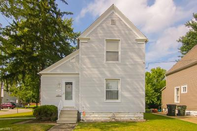 Elyria Single Family Home For Sale: 521 Dewey Ave