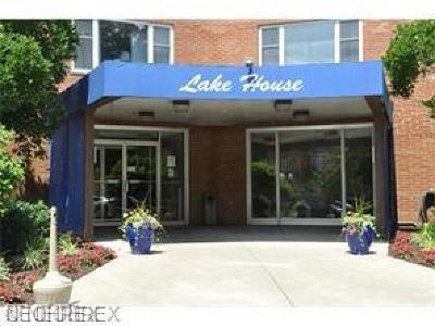Lakewood Condo/Townhouse For Sale: 11850 Edgewater Dr #711
