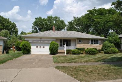 Parma Heights Single Family Home For Sale: 9480 Lucy Dr