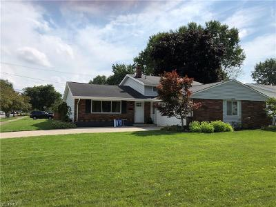 North Olmsted Single Family Home For Sale: 23775 Curtis Dr