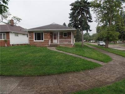 Parma Heights Single Family Home For Sale: 11771 Barrington Blvd