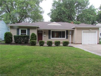 Parma Heights Single Family Home For Sale: 7054 Oakwood Rd