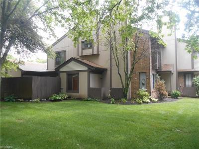 Condo/Townhouse For Sale: 4533 Saint James Cir Northwest