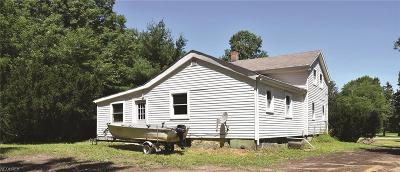 Ashtabula County Single Family Home For Sale: 6300 West Maple Rd