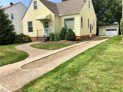 Parma Single Family Home For Sale: 8106 Ackley Rd