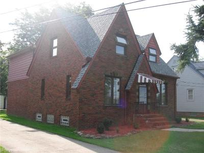 Seven Hills Single Family Home For Sale: 6905 Broadview Rd