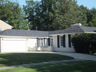 Parma Single Family Home For Sale: 8511 Pin Oak Dr