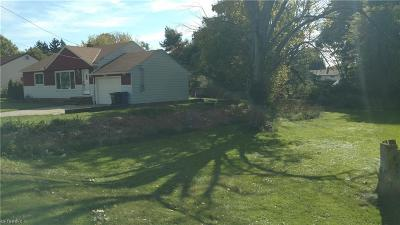 Parma Single Family Home For Sale: 11911 West Pleasant Valley Rd