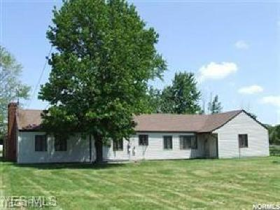 Geauga County Single Family Home For Sale: 7212 Wilson Mills Rd