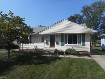 Parma Heights Single Family Home For Sale: 11650 Barrington Blvd