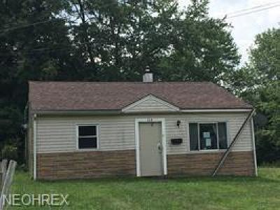 Youngstown Single Family Home For Sale: 1543 Oak Ln