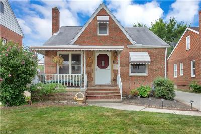 Parma Single Family Home For Sale: 8303 Deerfield Dr