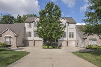 Middleburg Heights Condo/Townhouse For Sale: 6628 Fox Hollow Ct