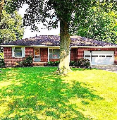 North Olmsted Single Family Home For Sale: 5187 Douglas Dr
