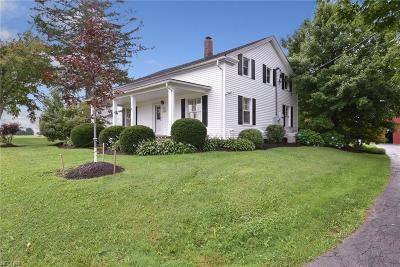 Geauga County Single Family Home For Sale: 14481 Butternut Rd
