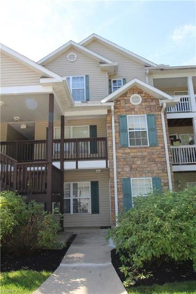 Strongsville Condo/Townhouse For Sale: 14942 Lenox Dr #542