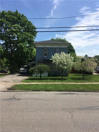 Geneva Single Family Home For Sale: 329 South Eagle St