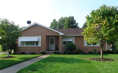 Dover OH Single Family Home For Sale: $169,900